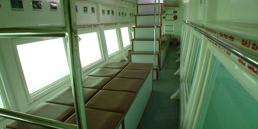 下層為玻璃船艙